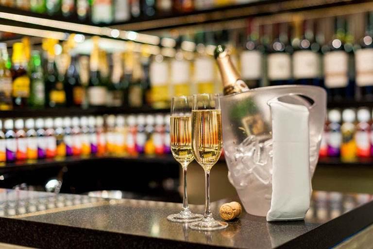 Mercure London Paddington Bar Counter